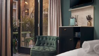 interieur van hotel mr monkey amsterdam